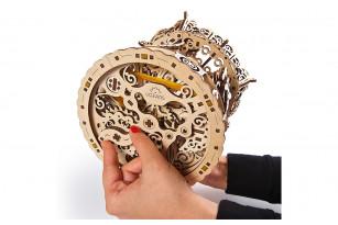 Mechanischer Modellbausatz «Karussell»