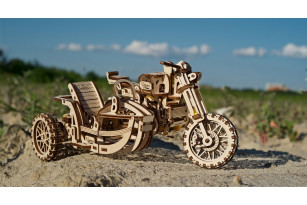 Moto Scrambler UGR-10 con sidecar – maqueta mecánica