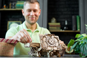 Mechanischer Modellbausatz «Antik-Schatulle»