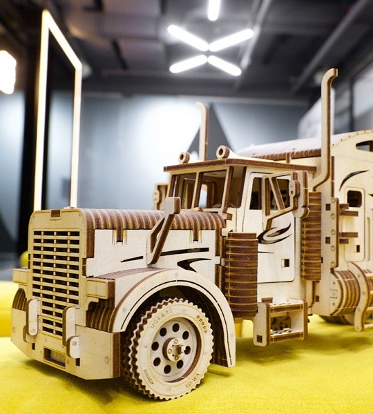 Ugears mechanical model kit Heavy Boy Truck VM-03 and wooden 3D puzzle. Self-propelled lorry truck with R6 engine, forward, back and idle transmission modes, automatic coupler with trailer. Long-hauler for self-assembly. Original gift for boys and girls and smart hobby for grown-ups.