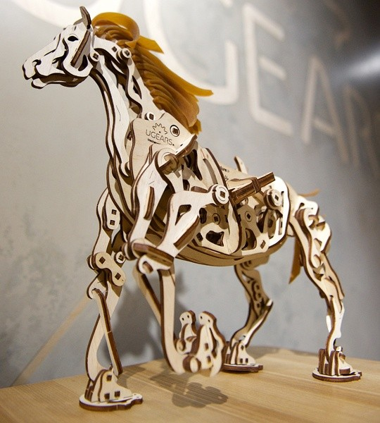 Ugears mechanical model kit Horse Mechanoid and wooden 3D puzzle. Quadrupedal movement, claw mechanism, automaton and kinetic model for self-assembly. Original gift for boys and girls and smart hobby for grown-ups.