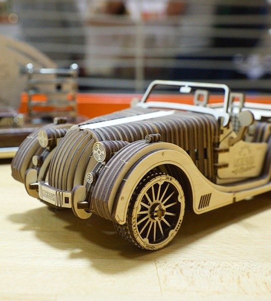Ugears mechanical model kit Roadster VM-01 and wooden 3D puzzle. Construction set and self-propelled retro sports car and assembling model of vintage automobile with mechanical transmission and V8 engine. Original gift for boys and girls and smart hobby for grown-ups.