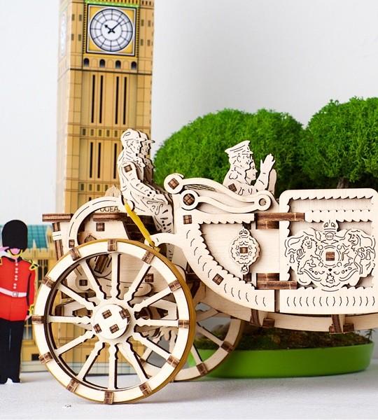 Ugears kit de modelo mecánico Сarruaje real y rompecabezas de madera 3D para autoensamblaje Carro autopropulsado con personajes de la familia real. Regalo original para niños y niñas y afición inteligente para adultos.