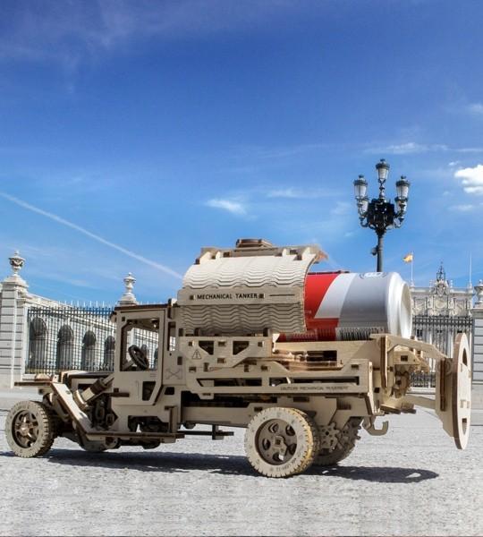 Ugears modelo mecánico kit Autocisterna y rompecabezas de madera en 3D. Cisterna con mecanismo de apertura única de un camión autopropulsado. Regalo original para niños y niñas y afición inteligente para adultos.