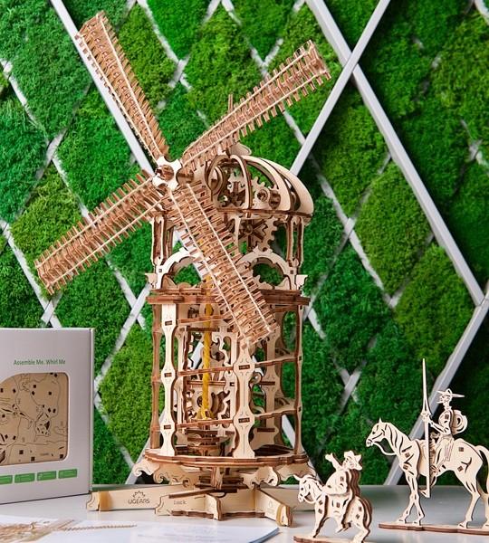 Ugears modelo mecánico kit Molino y rompecabezas de madera 3D para auto-ensamblaje. Modelo de molino de viento steampunk con transportador de tornillo y cadena de transmisión completa. Regalo original para niños y niñas y afición inteligente para adultos.