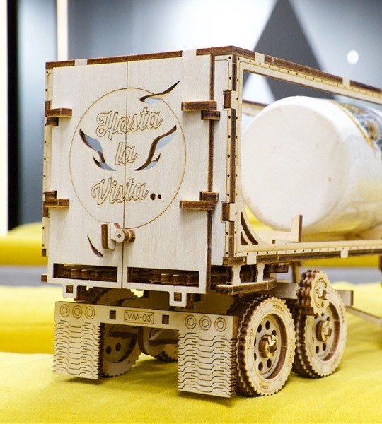 Ugears mechanical model kit Trailer for Heavy Boy Truck VM-03 and wooden 3D puzzle. Assembling model and addition to long-hauler VM-03 with automatic coupler with tractor and automated conveyor. Original gift for boys and girls and smart hobby for grown-ups.