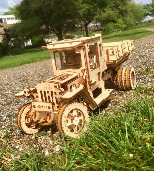 Ugears modelo mecánico kit Camión UGM-11 y rompecabezas de madera 3D. Camión autopropulsado para autoensamblaje. Regalo original para niños y niñas y afición inteligente para adultos.