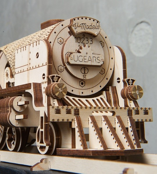 Ugears mechanical model kit Ugears V-Express Steam Train with Tender and wooden 3D puzzle for self-assembly. Model of locomotive with gears and a flywheel, the work of cylinder-piston arrangement – the main mechanical blocs of a real steam engine. Original gift for boys and girls and smart hobby for grown-ups.