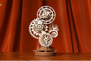 Reloj retrofuturista – maqueta mecánica