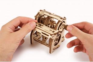 «Gearbox» educational mechanical model kit