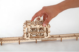 Mechanischer Modellbausatz Straßenbahn mit Gleisen