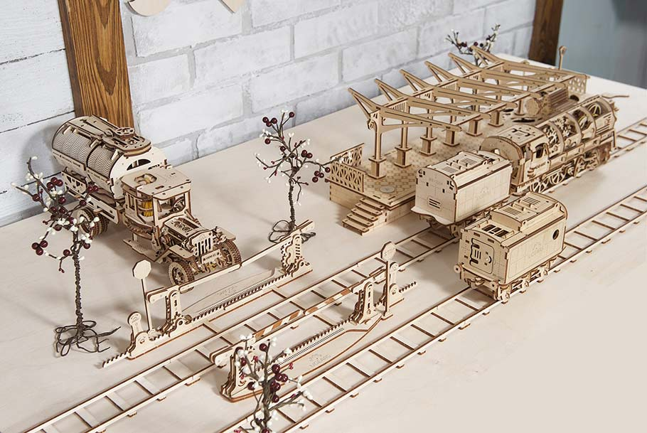 Transport Park sketch in which various mechanical 3D puzzles take part